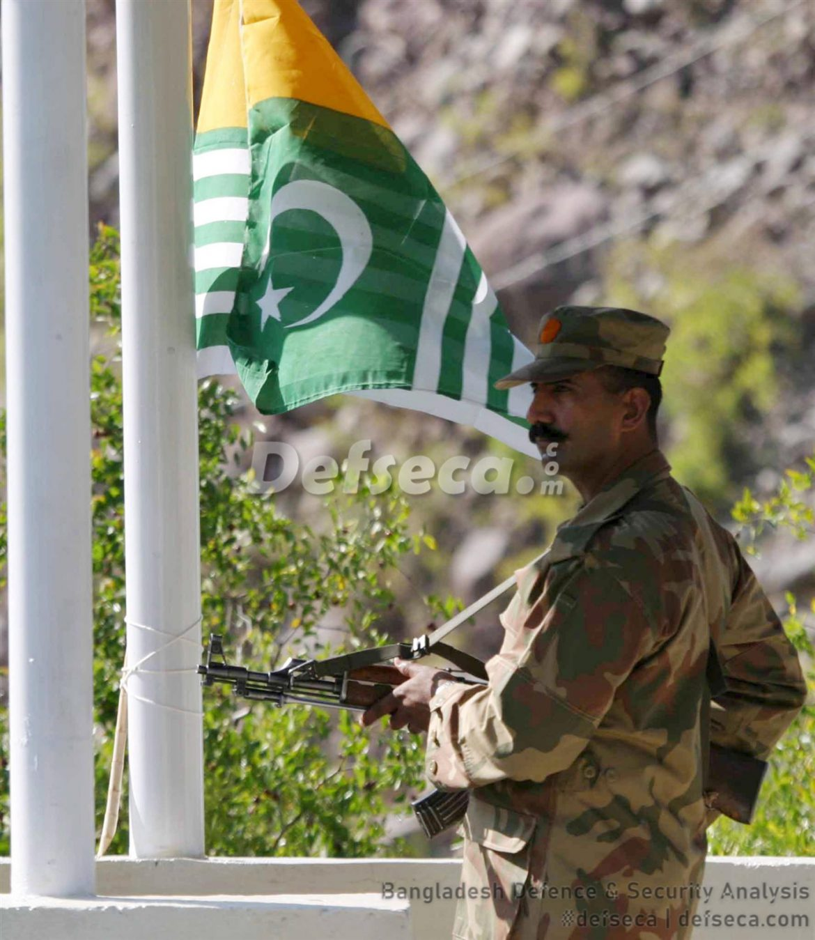 Pakistan responds to Indian Army shelling at LoC